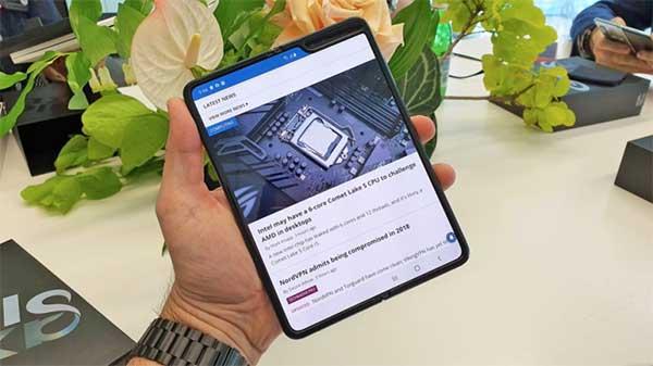 Nên mua Galaxy Fold chính hãng tại Việt Nam